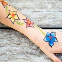 Warkoczyki i tatuaże dla dzieci - Karuzela Atrakcji